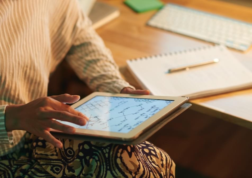 science student using ipad